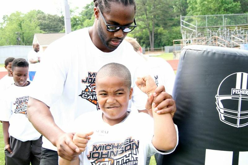 Bengals Standout MJ #93 Gives Hands On Support to Campers