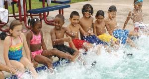 kids_swim_class_kicking1