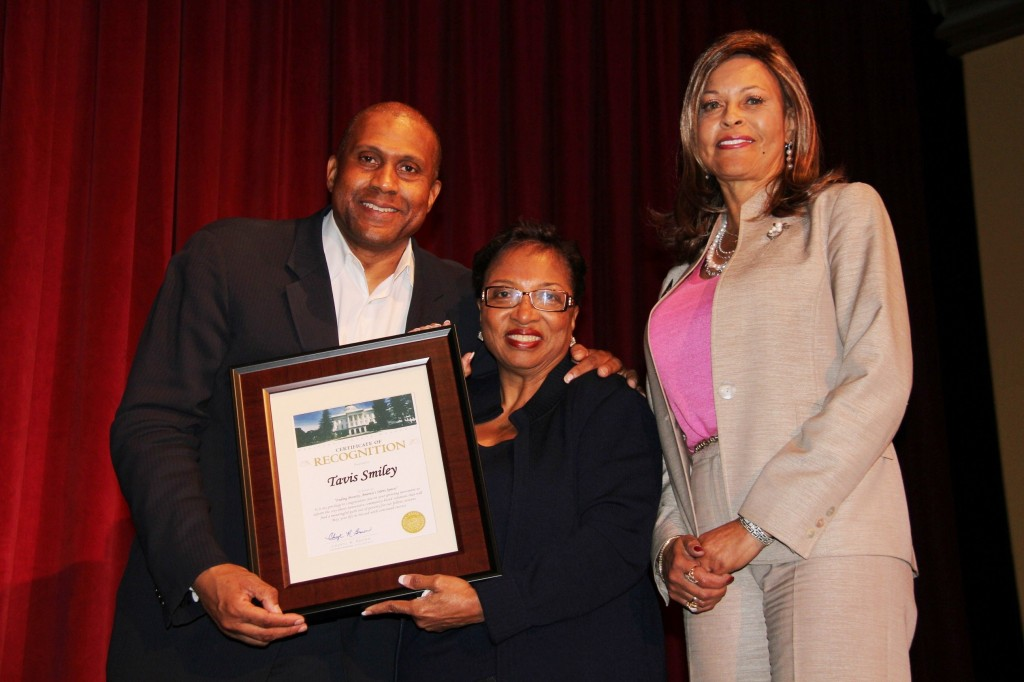 (left to right) Tavis Smiley; Assmeblymember Cheryl Brown, 47th District; and Dr. Gloria M. Fisher, Interim president of SBVC. (Photo credit: John Coleman)