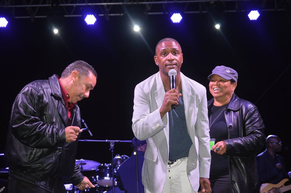 Tommy Davidson (center) on stage along with Mayor Deborah Robertson (right)