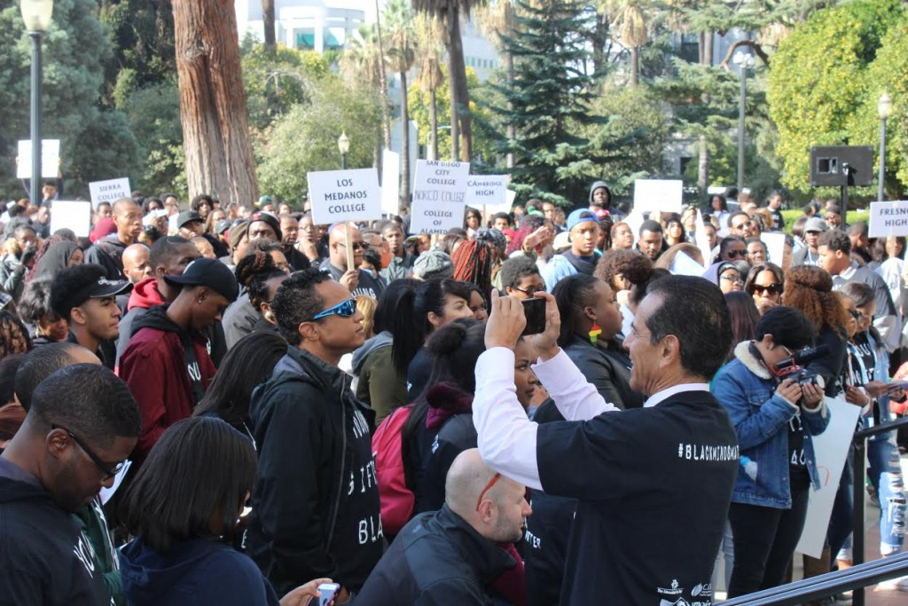 Villaraigosa taking pics of the crowd
