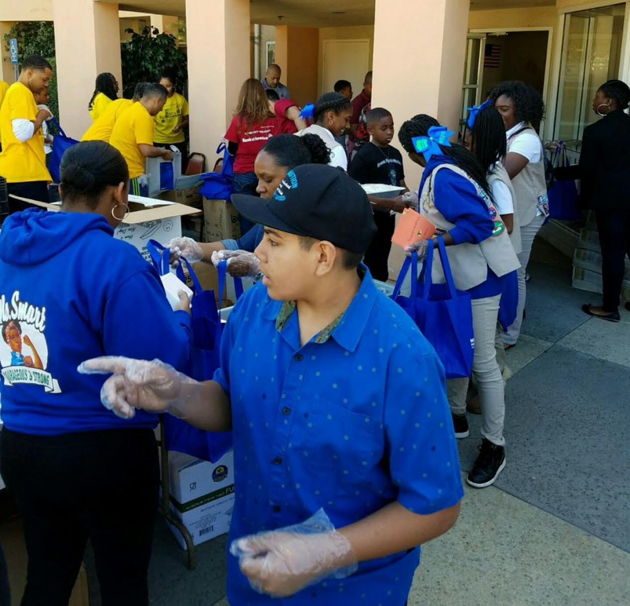 Los Angeles Ca This Past Thanksgiving Business Brunch Babes Joined Mothers In Action In Its Annual Thanksgiving Initiative To Feed The Elderly