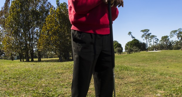 Charles Owens, inventor of the long putter, poses with one of the clubs that he designed and used on tour on Thursday, November 8, 2012 at Rogers Park Golf Course in Tampa, Fla. (Photo by Craig Litten)                              NYTCREDIT: Craig Litten for The New York Times
